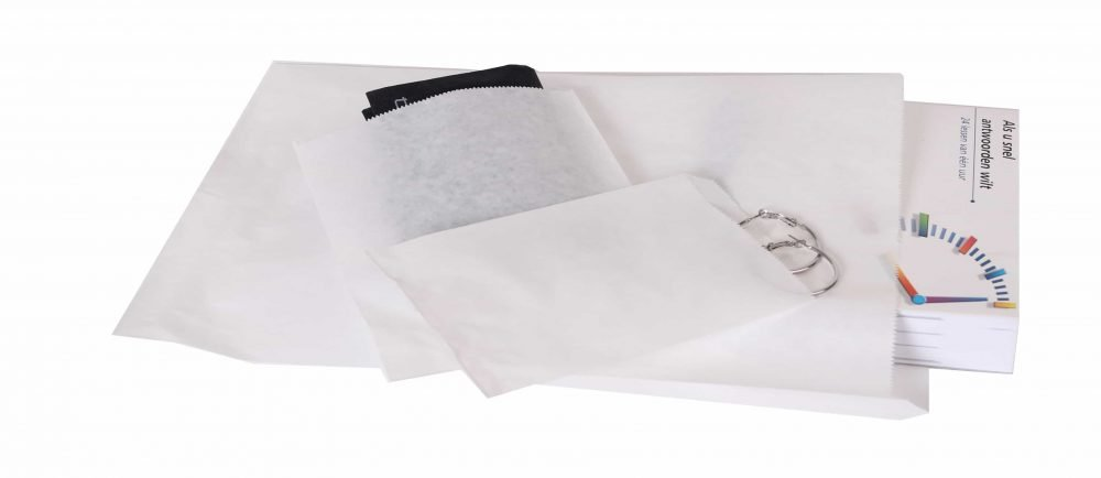 white paper bags different sizes.jpg
